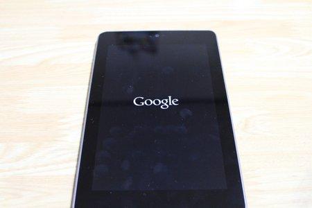 Google Nexus7 の純正充電・データ転送ケーブルって微妙に短くないですか?