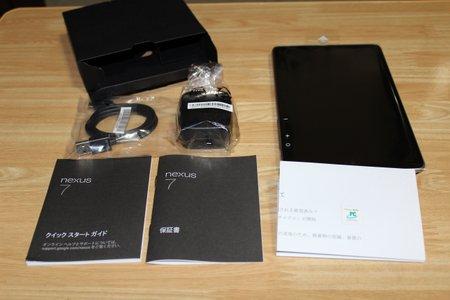 4同梱された内容物充電器と充電ケーブルは標準.JPG