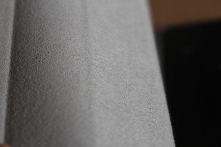 24.カバーのウラはNEXUS7の液晶画面に傷がつかないようにスエード調になっています。.JPG